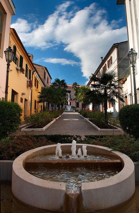 Centro di Agugliano- la fontana