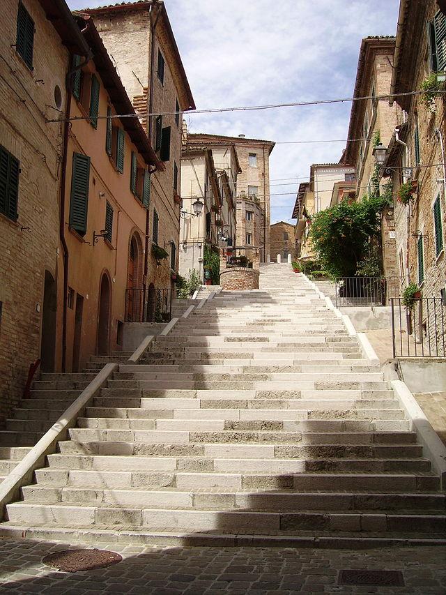 Corinaldo-scalinata-pozzo