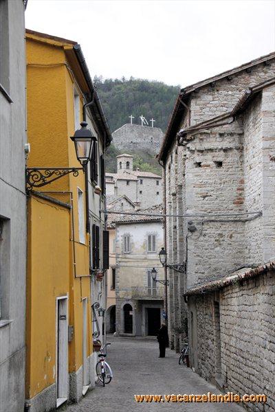 80 - Marche - Cantiano - via Mazzini - scorcio