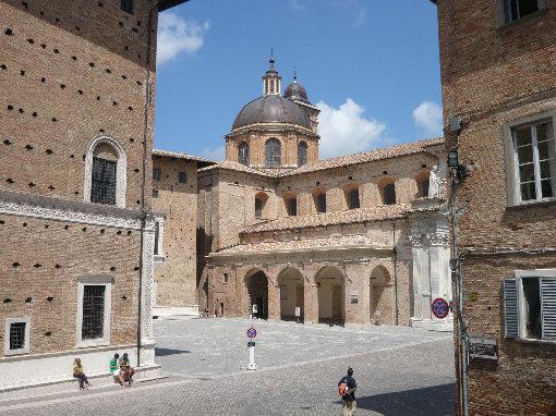 Piazza-Duca-Federico-Urbino