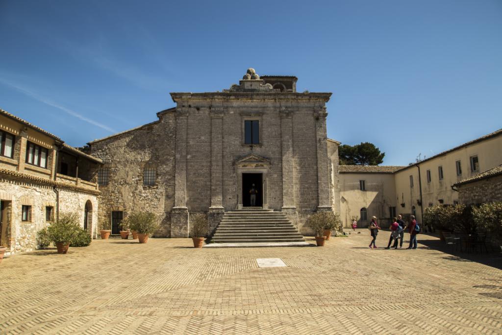 Cosa vedere a Sirolo: Badia di San Pietro al Conero