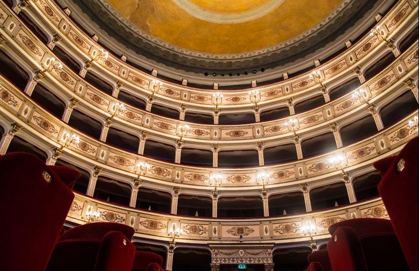 Offizelle sponsoren des Teatro dell'Aquila in Fermo