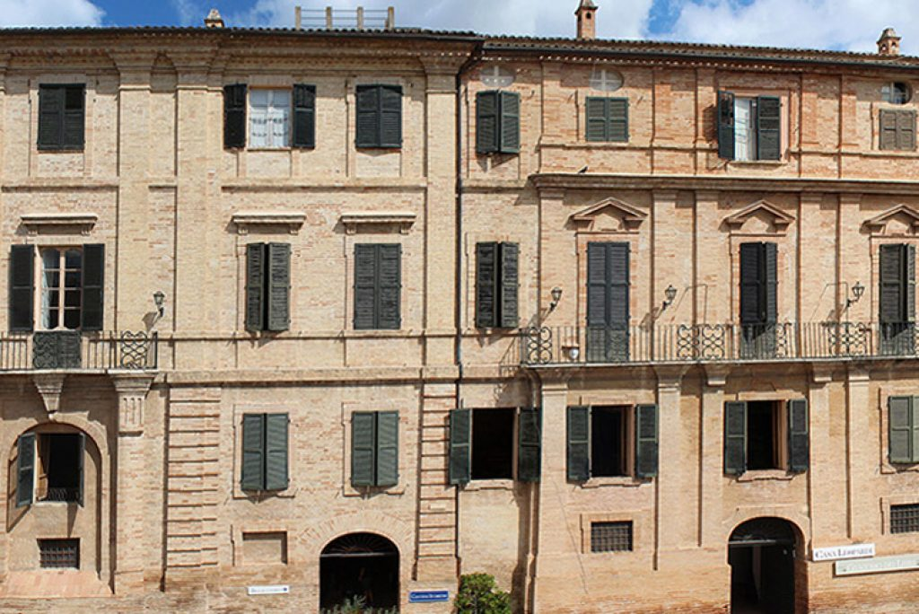Eine Reise zur Entdeckung der Häuser der großen italienischen Schriftsteller