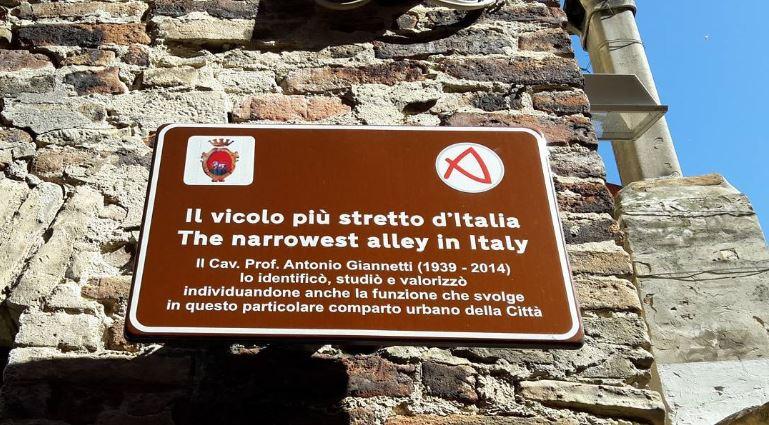 Wo befindet sich die engste gasse Italiens?