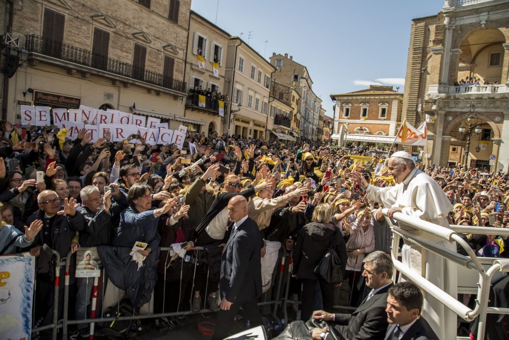 The photos of the Pope in Loreto