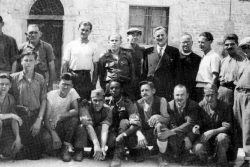 Chi sono questi uomini in foto?