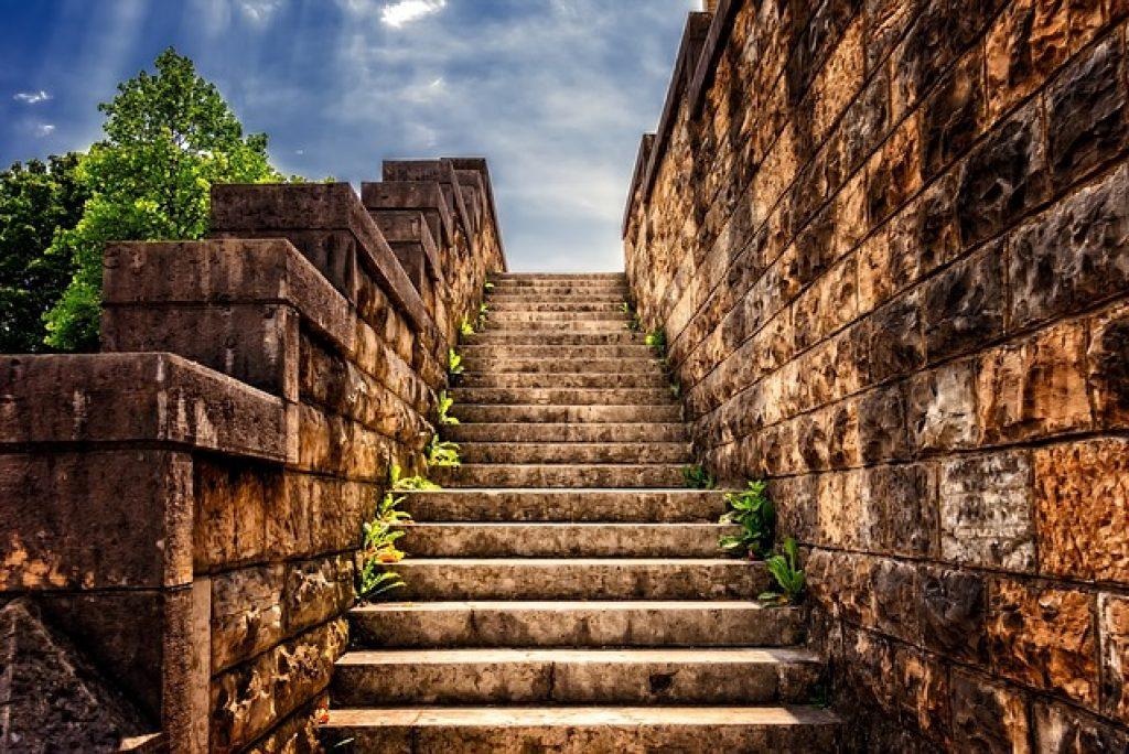 Un tour per conoscere le scalinate nelle Marche