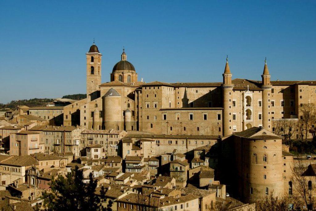 Quanti anni ha l'Università di Urbino?