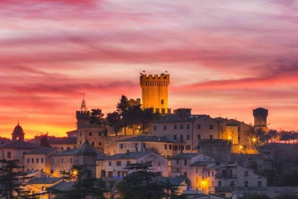 Gradara, borgo magico delle Marche: una guida sulle esperienze da vivere per emozioni in atmosfere medievali