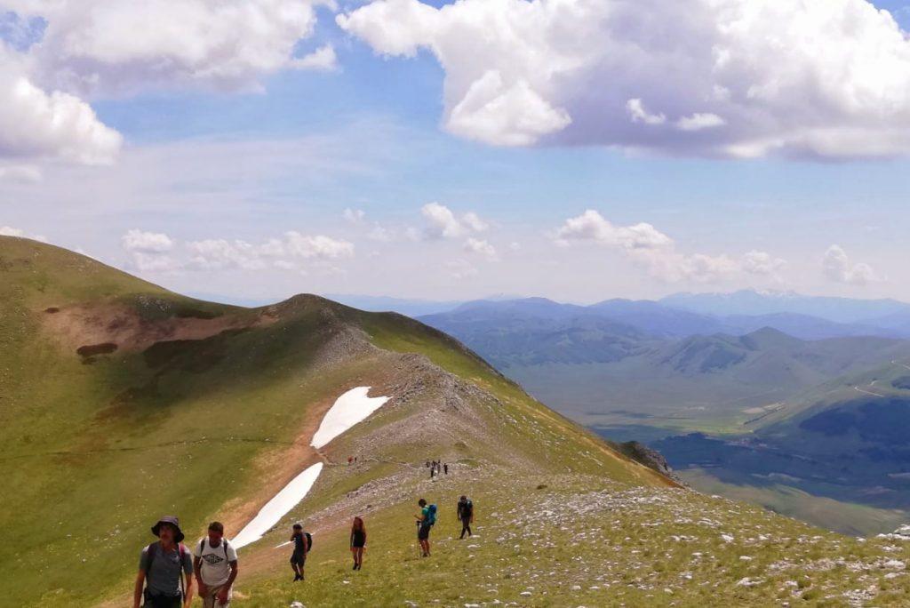 Escursione in cresta consigliata per vivere al massimo lo spettacolo e la magia dei Monti Sibillini