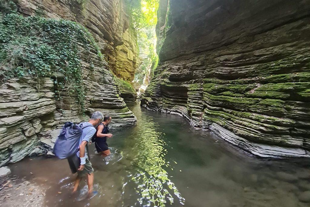 Gole del Rio Garrafo: un'escursione da Indiana Jones in un canyon spettacolare delle Marche