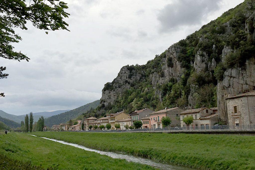 Pioraco, incantevole borgo antico delle Marche: come rilassarsi