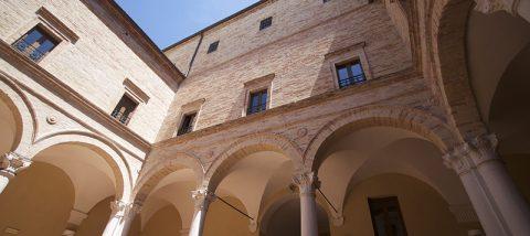MonteSanGiusto - Cortile-di-Palazzo-Bonafede-Foto-di-Mattia-Orsili