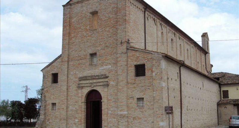 Santa_Maria_a_Piè_di_Chienti_esterno_facciata